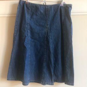 Jones New York denim skirt. SiZe 14